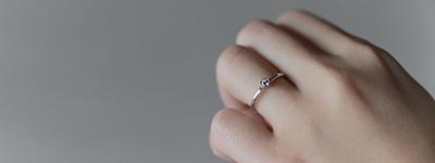 華奢で細みの指輪は普段使いにピッタリ!