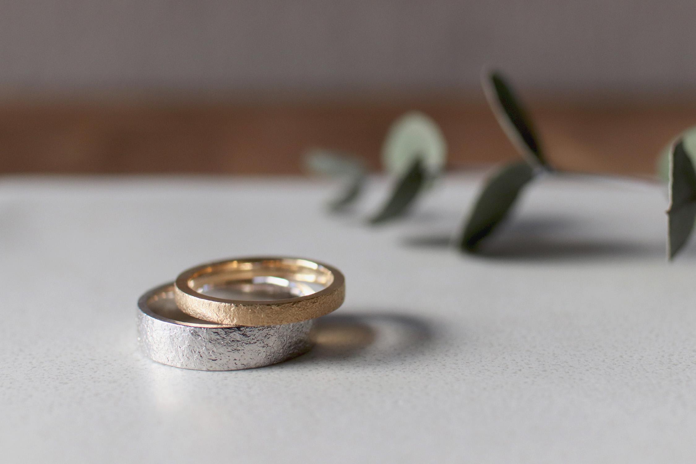 石目テクスチャーで他とはちょっと違う結婚指輪