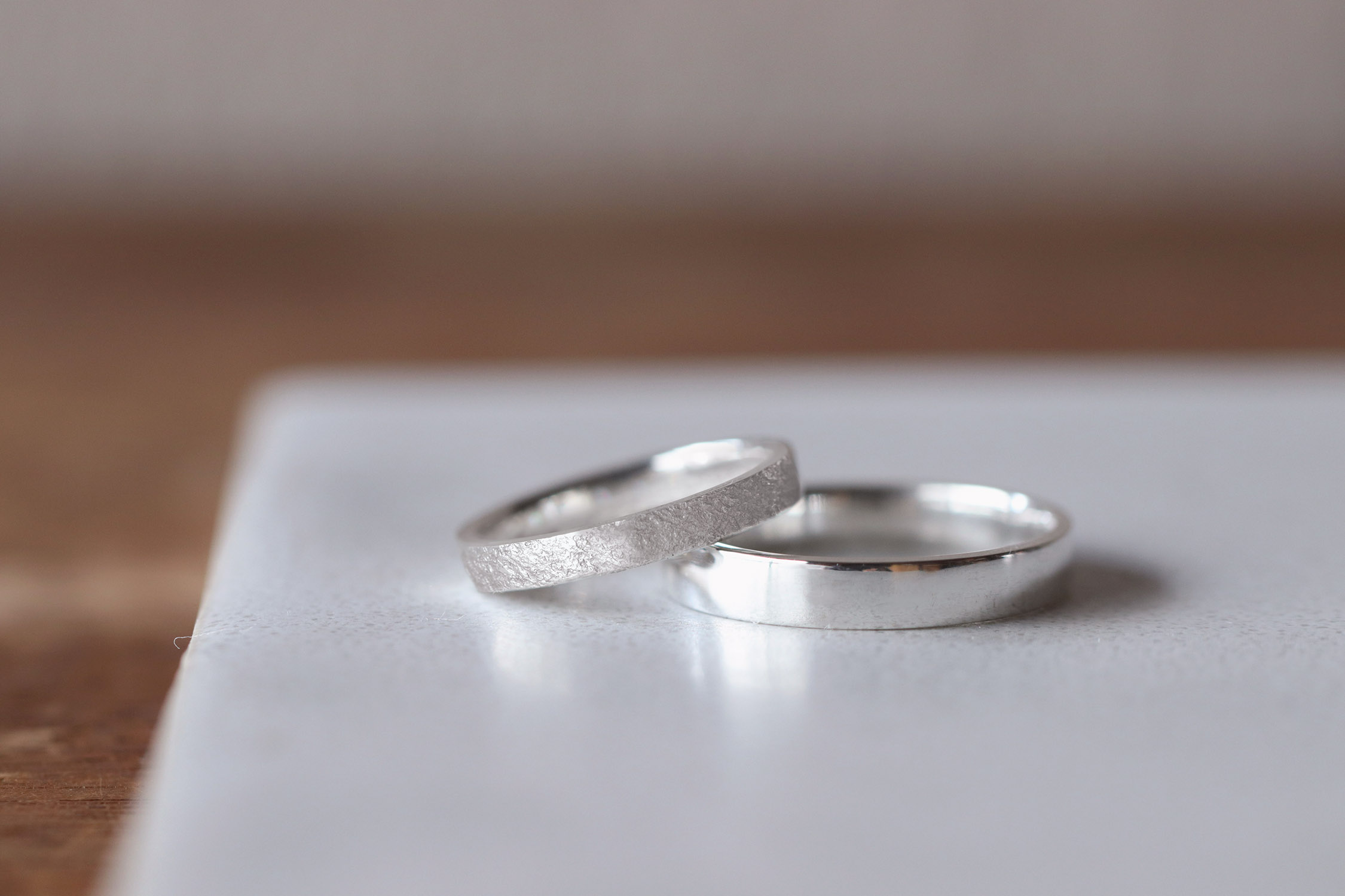 石目と鏡面の指輪の仕上げの違い